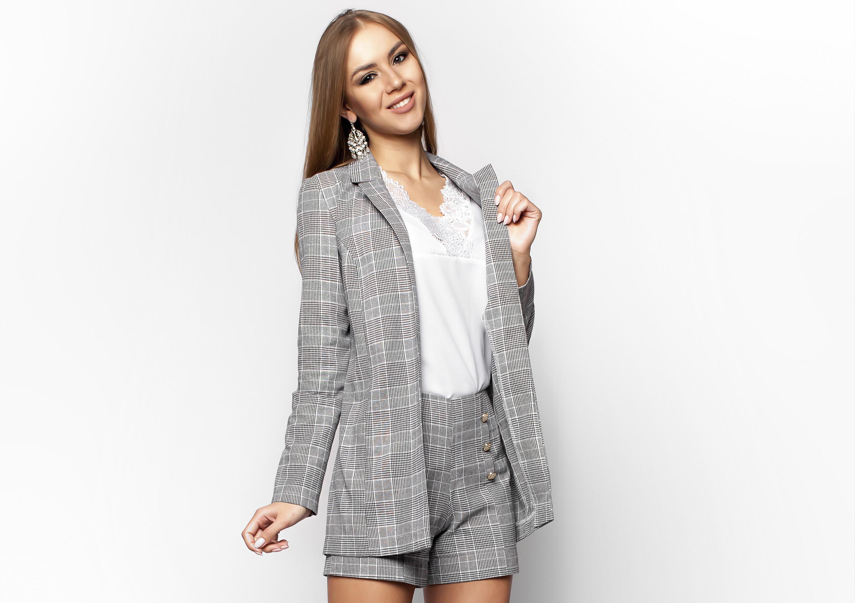 Удлиненный пиджак в клетку - всего одна вещь, которая сделает вас модной в этом сезоне!