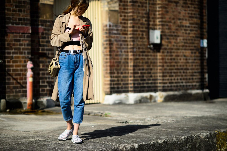 Как и с чем носить Mom Jeans